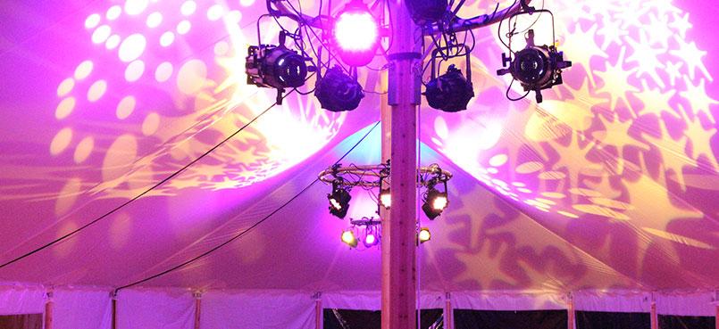 Outdoor bruiloft in nieuwe Maessen White Lodge tent, technisch en ...